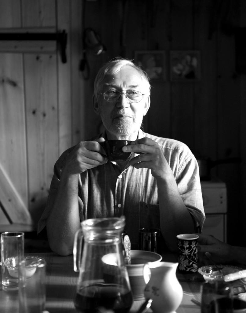Jaan Kaplinski at his retreat, Mutiku, in Estonia 2009. (Photo: Alar Madisson, Estonian Literary Museum, Tartu)